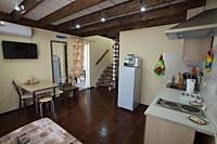 Двухэтажный апартамент с кухней и террасой в коттедже